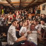 Tengerparton, koktélozgatva zenélni – Interjú Tóth Attilával, a Meztelen Diplomaták frontemberével